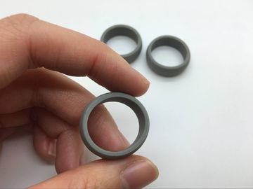 Chine Grey Color Mens Custom Silicone Wedding Rings For Sportsman And Workers usine